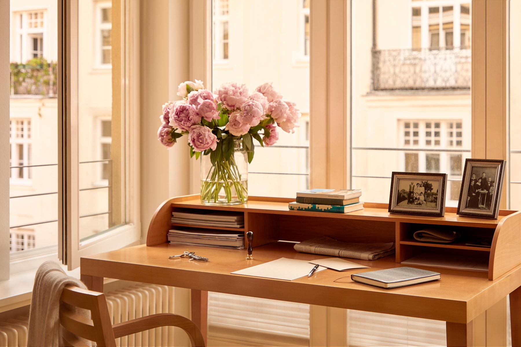 Schreibtisch in der Luxus Premium Seniorenresidenz München