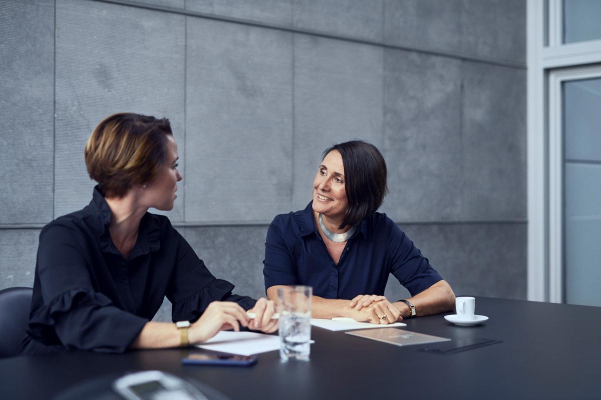 Zwei Tertianum Mitarbeiterinnen im Meeting