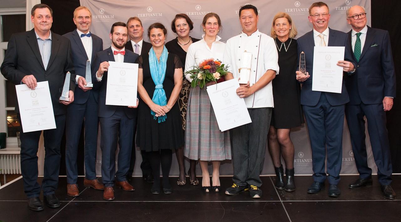 Gewinner auf der Bühne des Premium Residenzen Award