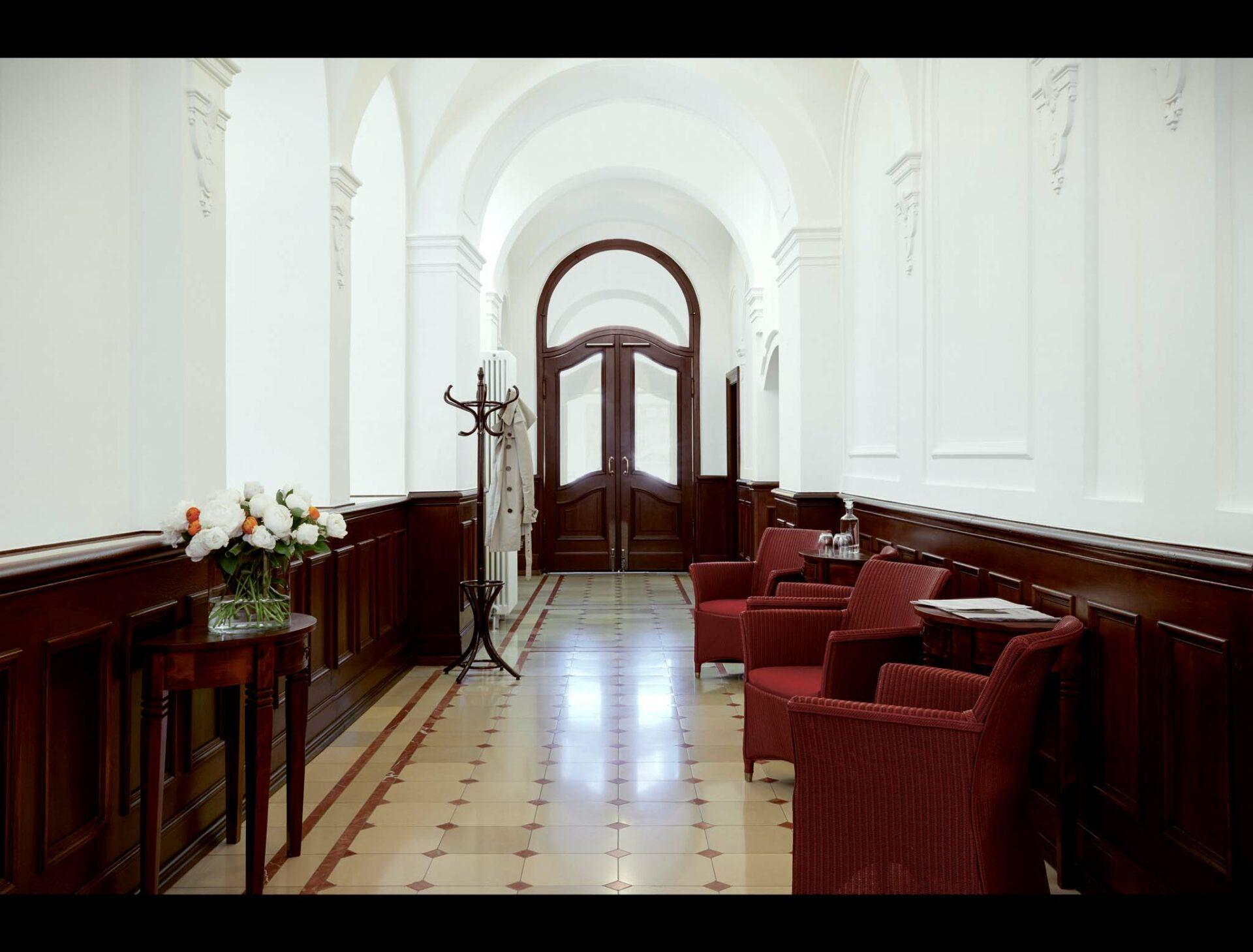 Foyer mit Sitzgelegenheiten im Tertianum Konstanz
